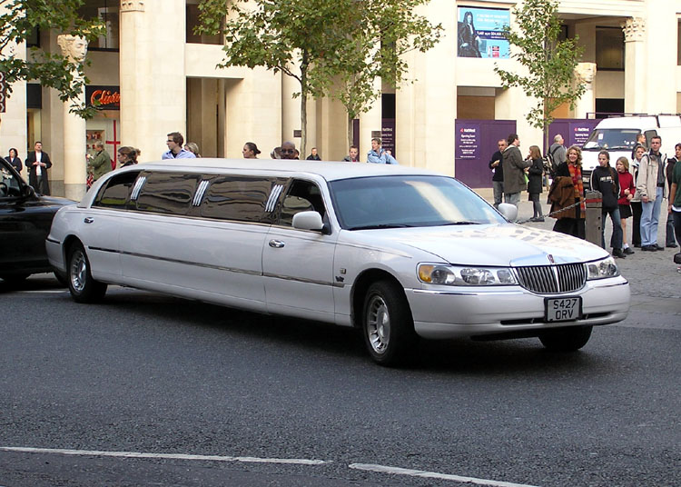 round trip limo service new rochelle